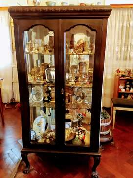 Vitrina- Cristalero Chippendale con vidrios biselados