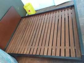 Cama de dos plazas de cedro muy resistente