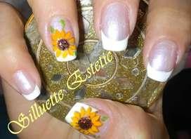 Manicure con diseños  personalizados