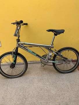 Bici cromada tipo Bmx rodado 20 impecable cuadro acero