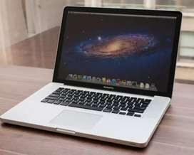 Macbook Pro 15 (i7, 4 gb ram, tarjeta video)