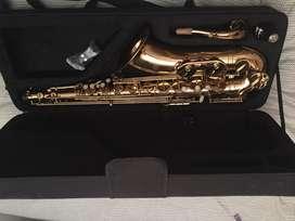 Saxofon tenor como nuevo
