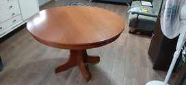 Muy buena mesa de madera!!!