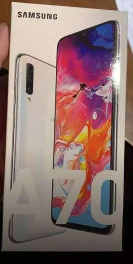 Vendo Samsung A70 muy poco uso, nuevo... permuto x menor valor y diferencia a mi favor