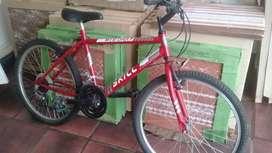 Bicicleta roja, usada