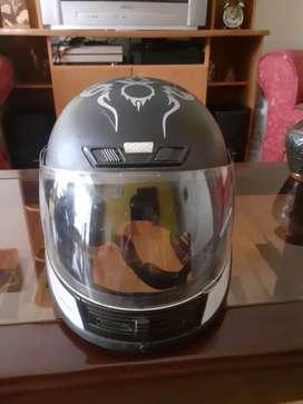 Casco integral motociclista