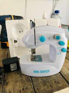 Vendi mini maquina de coser