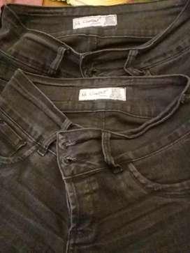 Dos hermosos Jeans negros