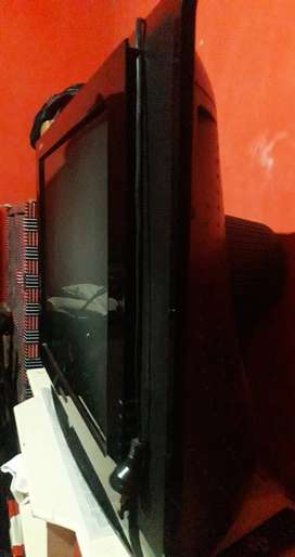 Combo Televisor de 29 pulgada  +antena de DirecTv completo en caja nuevo!
