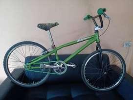 Vendo permuto bicicleta Junior BMX
