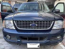Ford Explorer 2005 XLT, poco kilometraje, incluye remolque.