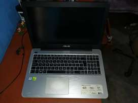 Se vende laptop Asus