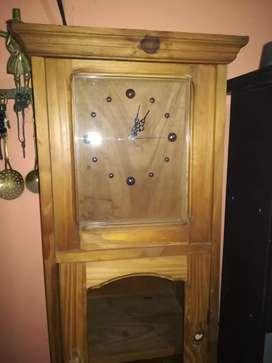 Vendo reloj de pie de madera