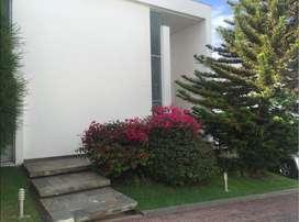 Cumbaya Casa de Venta en Conjunto Sector Site Center
