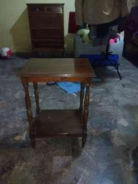 Mesa pequeña de madera