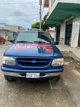 Vendo Ford explorer 1997 $7000