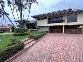 VENDO Hermosa casa de 2 plantas Km. 1 Vía a Naranjito
