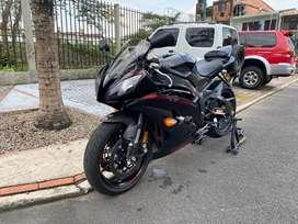 Vendo o Permuto Yamaha R6r 2015