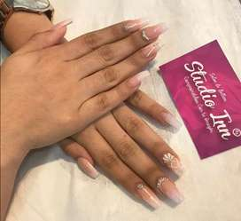 Se solicita manicurista integral