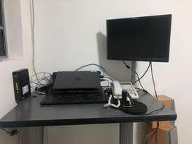 Vendo escritorio con soporte de monitor y monitor, todo incluido