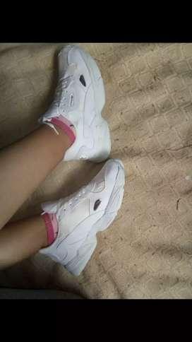 Zapatillas falcon Adidas blancas