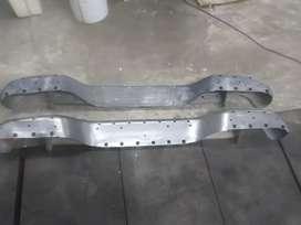 Paragolpe trasero Toyota Hilux con detalles
