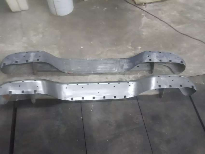 Paragolpe trasero Toyota Hilux con detalles 0