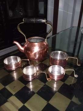 Tetera y 4 calderitos en cobre
