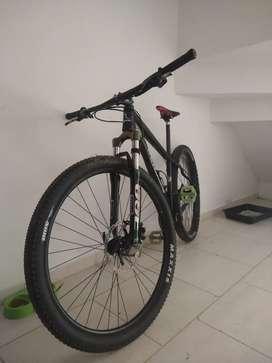 Vendo bicicleta Benotto es de DownHill. 9por2. Deore xt y altus