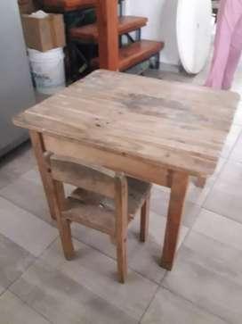 Vendo mesa y silla de madera