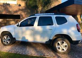DUEÑA VENDE DUSTER 2017- impecable
