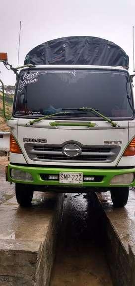 Camión hino FC 500