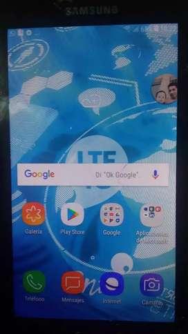 Roto  el  glass    no la   pantalla  es de   16 gb