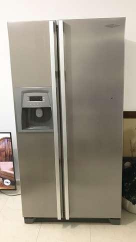 Nevecon Haceb en Perfecto estado. Dispensador de agua y de hielo integrado.