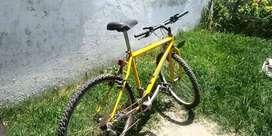 LIQUIDO Bicicleta Mountain Bike Rodado 26 Con 18 Velocidades