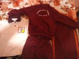 IExcelente conjunto de colegio madre Teresa nuevos talle 4y8 chomba pantalón corto largo campera y guardapolvos nuevos
