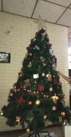 Arbol navideño de 2.10 metros de altura