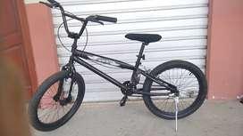Se vende bicicleta BMX