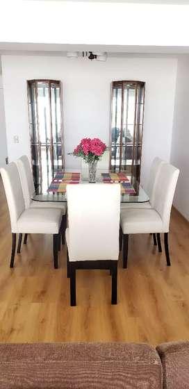 Elegante comedor: mesa de madera y vidrio + 6 sillas forradas