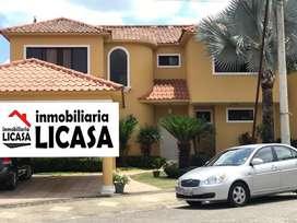 Casa en Venta en Urb. Vía Al Sol en la Vía a la Costa