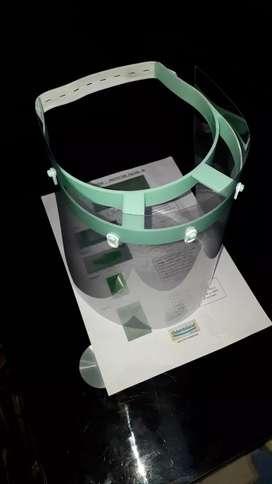 Protector facial inyectado