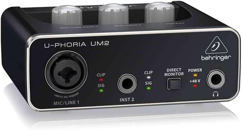 "Interfaz de Audio USB Behringer (UM2) 1 XLR/TRS - 1 1/4"" - 2 RCA 0"
