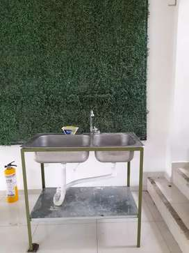 Se vende lavaplatos metálico. 130.000