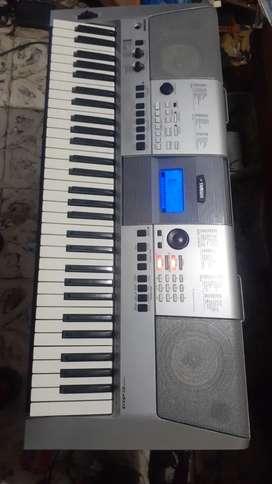 Yamaha psr e403