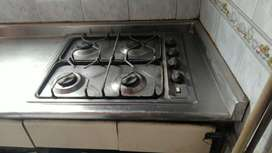 mesón en acero inoxidable con estufa y campana