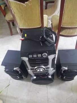Se venden 3 equipos de sonidos con sus respectivos bafles grandes para un alto sonido