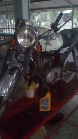 se vende moto ax100 Suzuki de 1998 el motor buen estado le falta el tren delantero. se vende por motivo de viaje