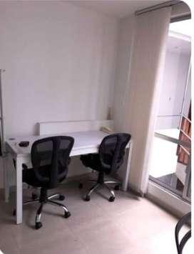 Mesas de trabajo y sillas