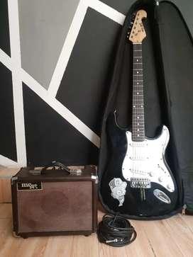 Guitarra en buen estado se entrega con estuche y amplificador pueden escribirme al WhatsApp con el número de contacto