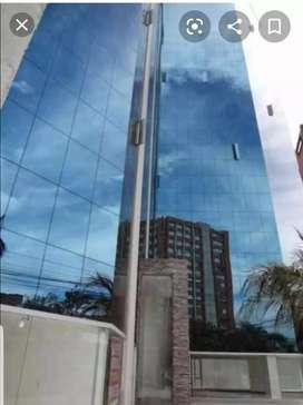 Venta de Oficina en la Torre Boreal en el Centro Norte de Quito en la Avenida 12 de Octubre, Parroquia la Floresta